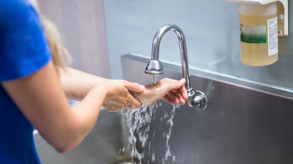 Pourquoi trop se laver les mains dans la journée est une fausse bonne idée ?