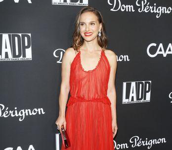 Natalie Portman élégante ballerine en robe rouge Dior