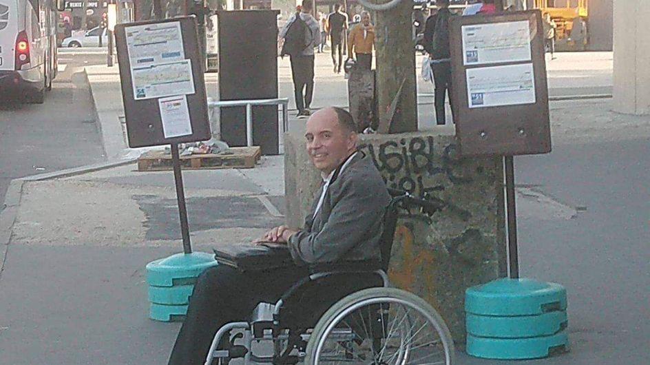 Handicapé, les passagers du bus lui refusent l'accès, le chauffeur a la meilleure des réponses
