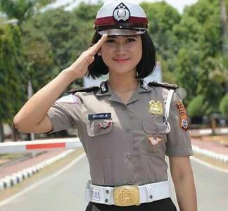 """En Indonésie, pour être policière, les femmes doivent se soumettre à un """"test de virginité"""" inhumain"""
