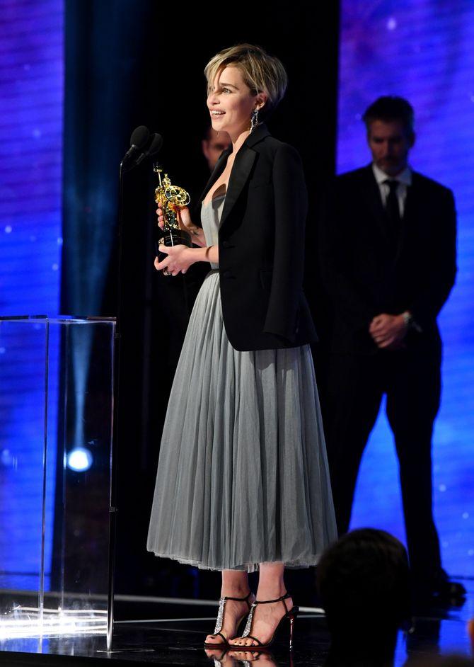 Emilia Clarke, sublime avec une robe digne d'une ballerine ! (photos)