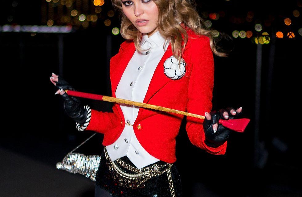 Mini-short, bottes et cravache, le look surprenant de Lily-Rose Depp pour Halloween