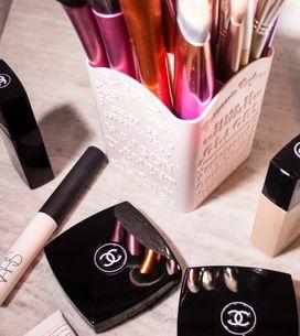 Kosmetik-Chaos? Diese 6 Produkte bringen Ordnung in deine Schminksachen