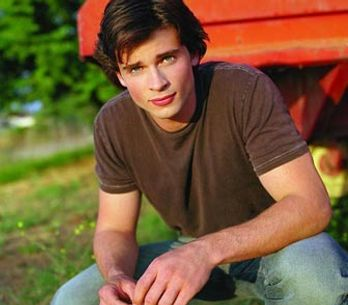 Tom Welling, la star de Smallville, ne ressemble plus du tout à ça (photos)