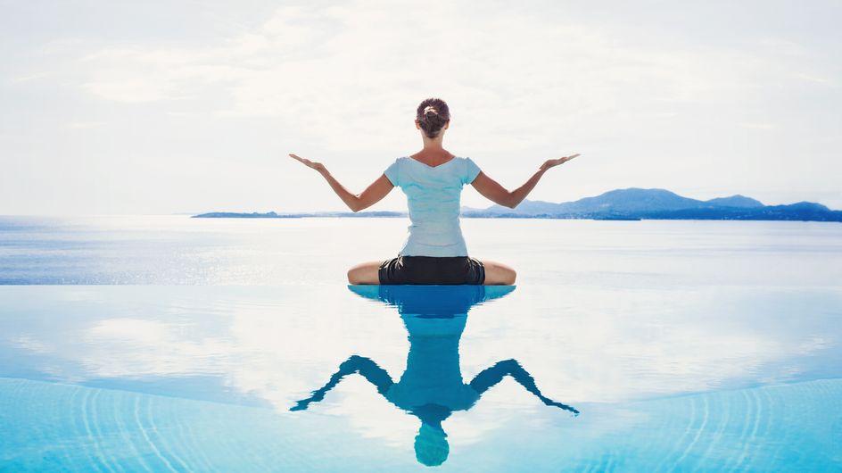 Vous aimez le yoga et la piscine ? Découvrez le pool yoga, nouveau sport tendance