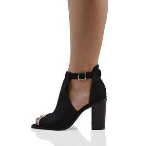Scarpe con tacco alto cut-out: Essex Glam 25,99€