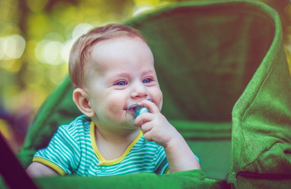 C'est prouvé ! Sucer la tétine de bébé pour la nettoyer réduit les risques d'allergies