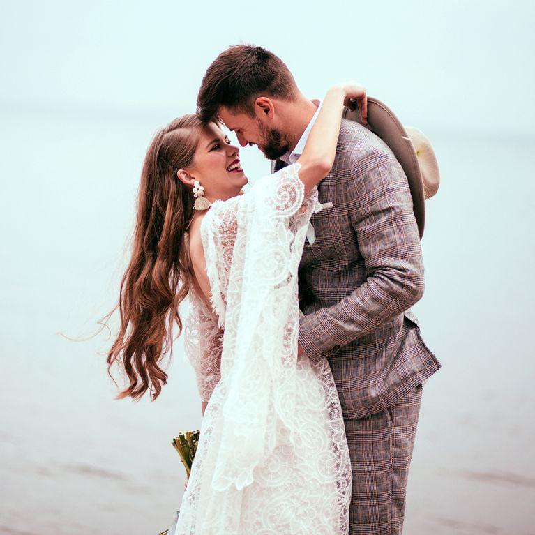 Ein älterer Mann, der nicht heiraten will Unterschiede zwischen Datierung und Beziehung