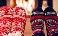 Das perfekte Mini-Geschenk: Witzige Weihnachtssocken für die kalten Tage
