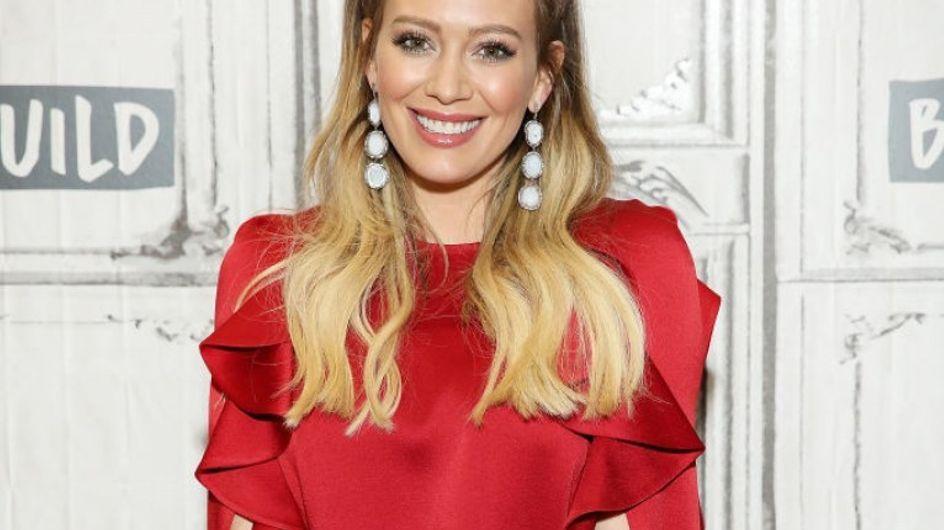 Ce cliché du fils d'Hilary Duff pouponnant sa toute petite sœur va vous faire craquer !