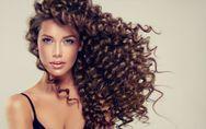 5 peinados para pelo rizado que podrás hacer en solo 5 minutos