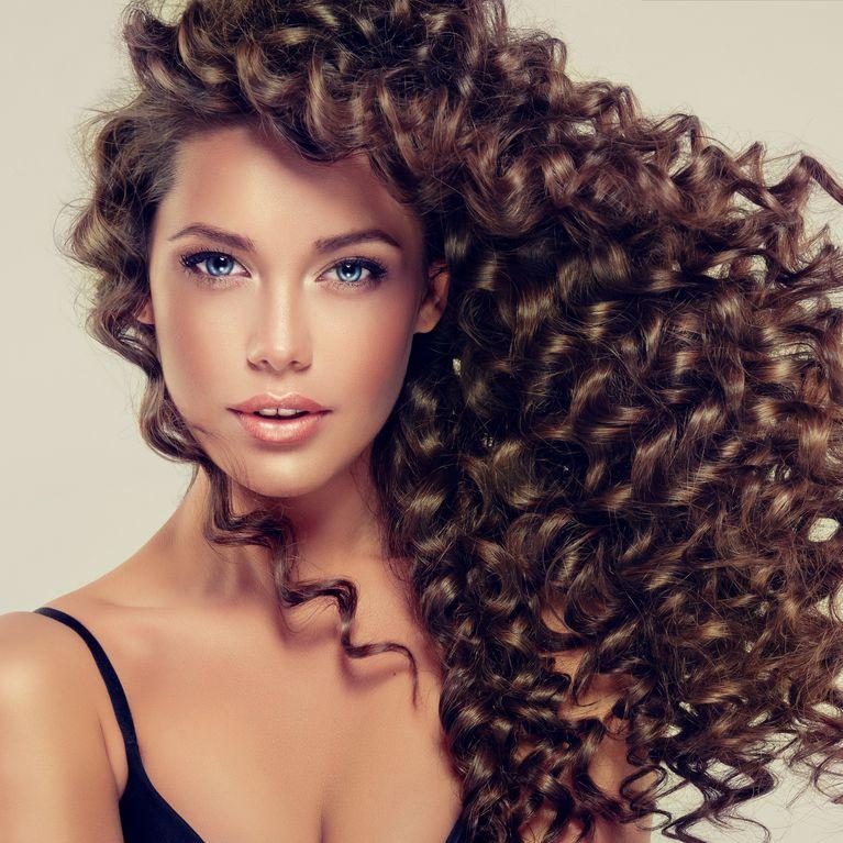 Peinados faciles cabello largo rizado