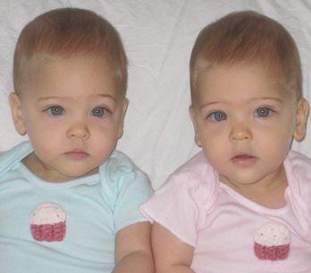 Bébés, elles étaient les jumelles les plus belles du monde, regardez à quoi el