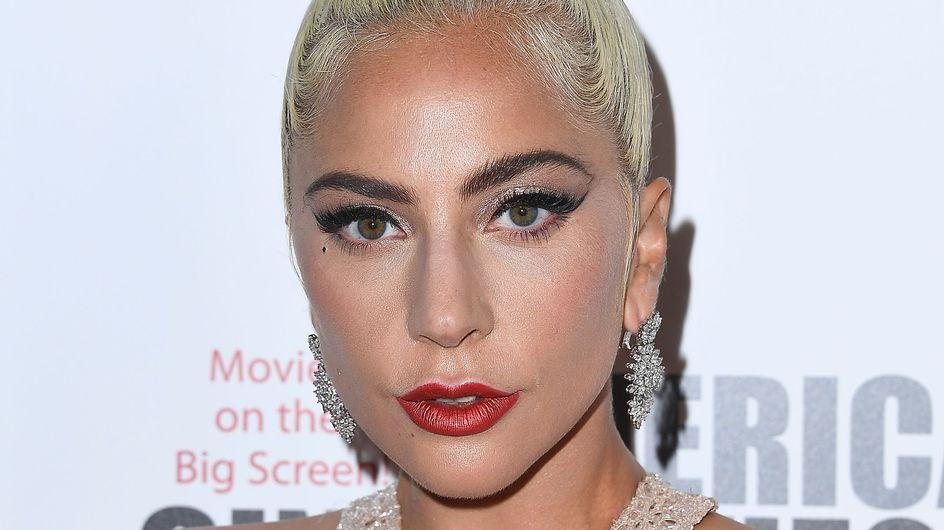 Lady Gaga brille de mille feux dans une sublime robe tout en transparence