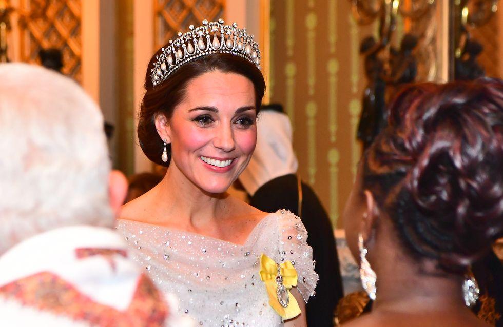 En robe blanche pailletée, Kate Middleton se la joue Cendrillon des temps modernes