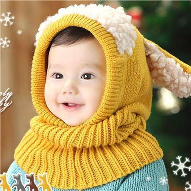 Bonnet avec écharpe tricotés aux oreilles de lapin