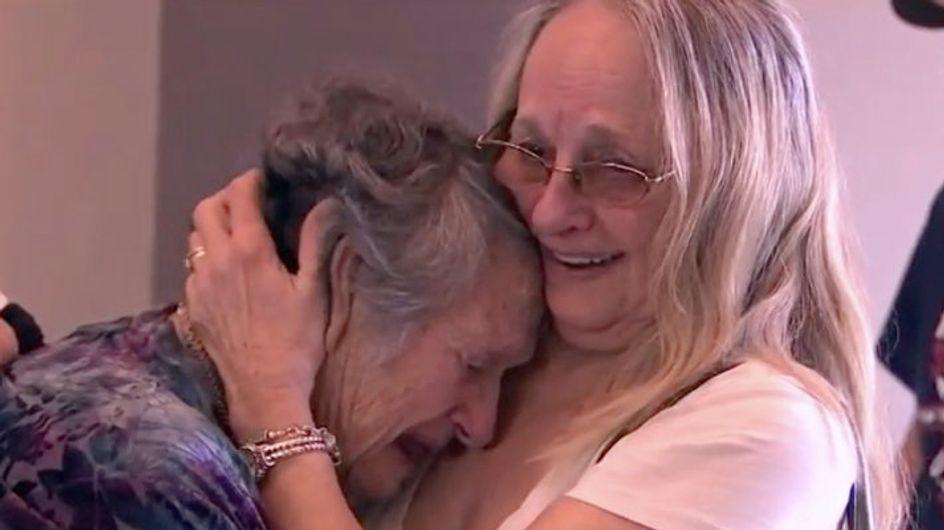 Elle croyait sa fille décédée à la naissance et la retrouve 69 ans après (vidéo)