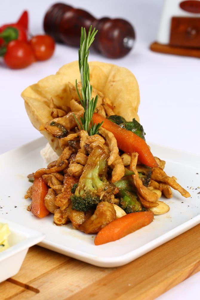 Volaille sautée aux petits légumes laqués. La recette