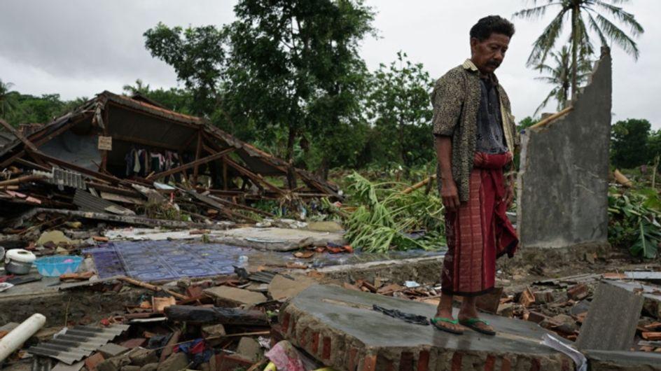 Tsunami : un pêcheur indonésien doit faire un choix impossible entre sauver sa mère et son fils de la noyade ou son épouse