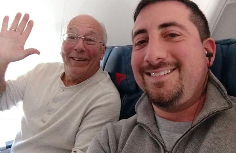 Il achète six billets d'avion pour passer Noël avec sa fille hôtesse de l'air