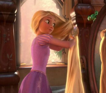 Cette adolescente détient le record des cheveux les plus longs du monde ! (photo