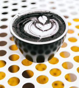 Charcoal Latte: Macht dieses Trend-Getränk wirklich schön?