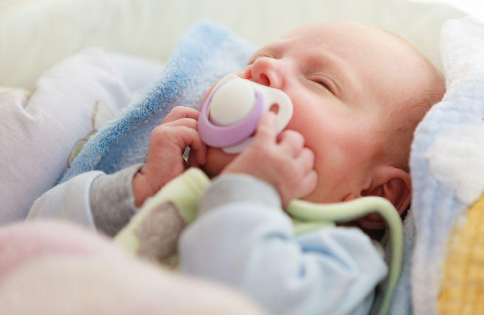 La vidéo d'un bébé avec une tétine scotchée sur la bouche choque la Toile