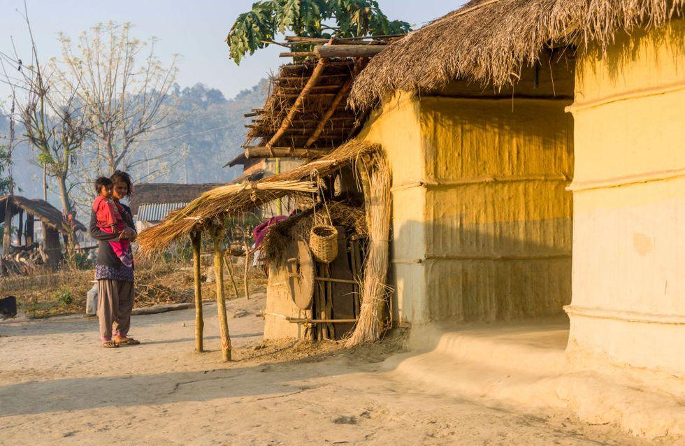 Bannie à cause de ses règles, une mère perd la vie avec ses 2 enfants dans une hutte de menstruation