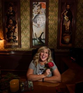 Elle décore le bureau de son mari comme le manoir hanté de Disneyland