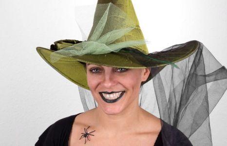 Eine freche Hexe für Karneval schminken