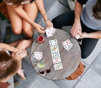 Les meilleurs jeux de cartes pour s'amuser en famille ou entre amis