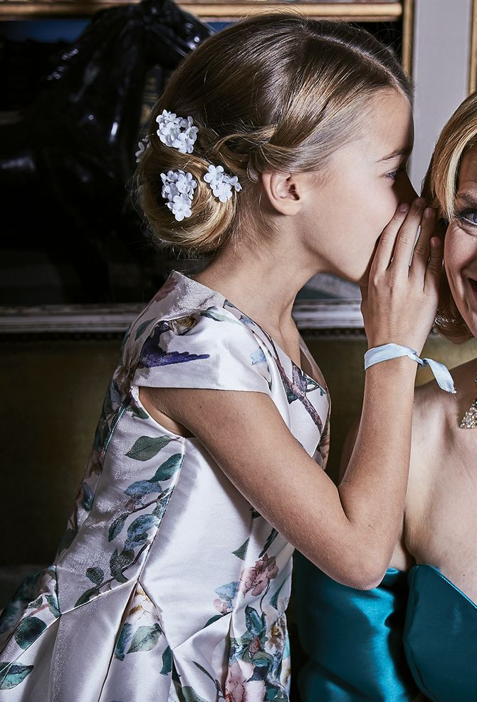 Chignon fleuri pour une petite fille - Alexandre de Paris