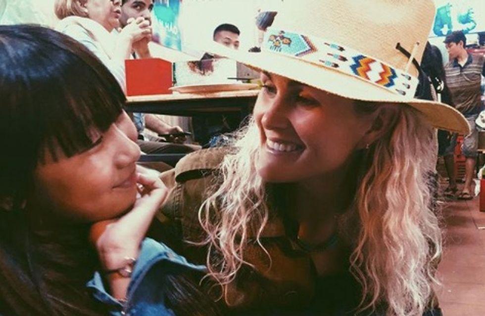 Jade Hallyday suit les traces de sa mère et s'engage pour les orphelins