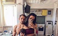 La photo de ces mannequins avec leur bébé divise la Toile?
