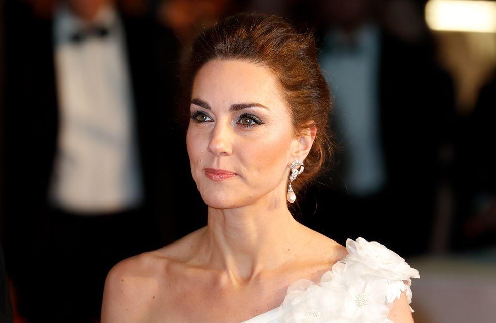 Avec cette longue robe blanche, Kate Middleton rend un hommage vibrant à Diana