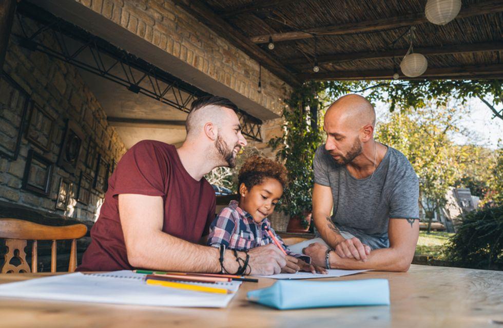 Père et mère retirés des dossiers scolaires pour faire une place aux familles homoparentales
