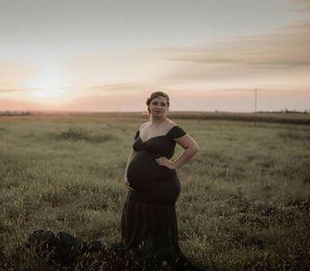 Attristée par la fausse couche d'une amie, elle décide de devenir mère porteuse