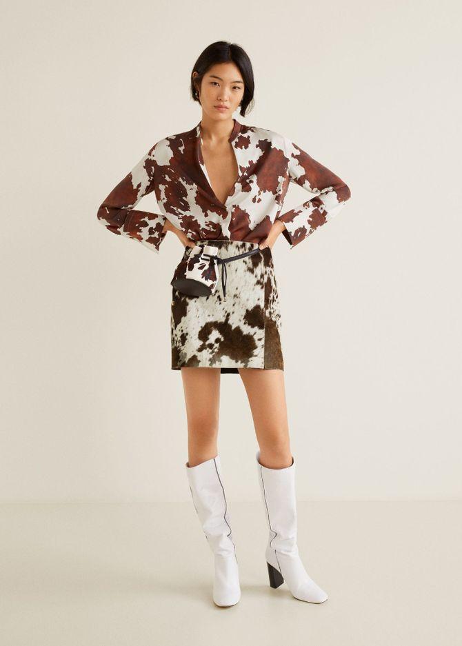 Minirock und Bluse mit Kuh-Print von Mango