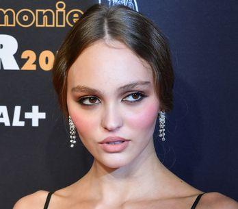 Lily-Rose Depp sublime aux César dans une élégante robe noire (photos)