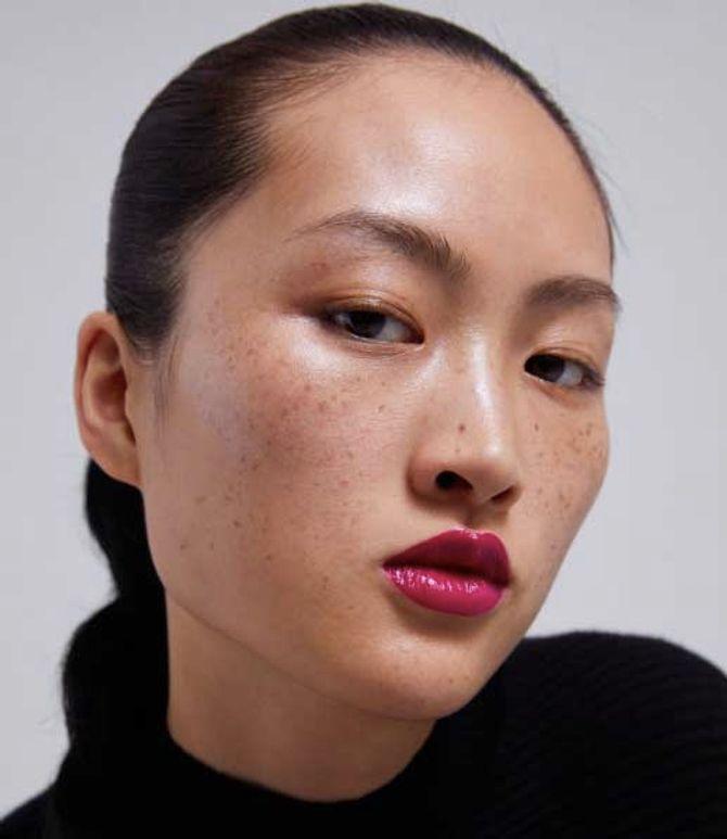 Voici pourquoi les taches de rousseur de ce mannequin Zara créent la polémique