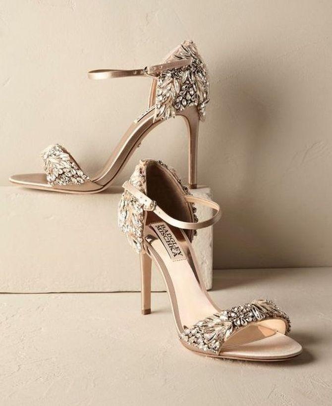 Scarpe da sposa con applicazioni gioiello