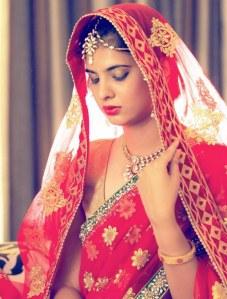 Mariée indienne, comme dans de nombreux pays asiatiques, le rouge est de mise