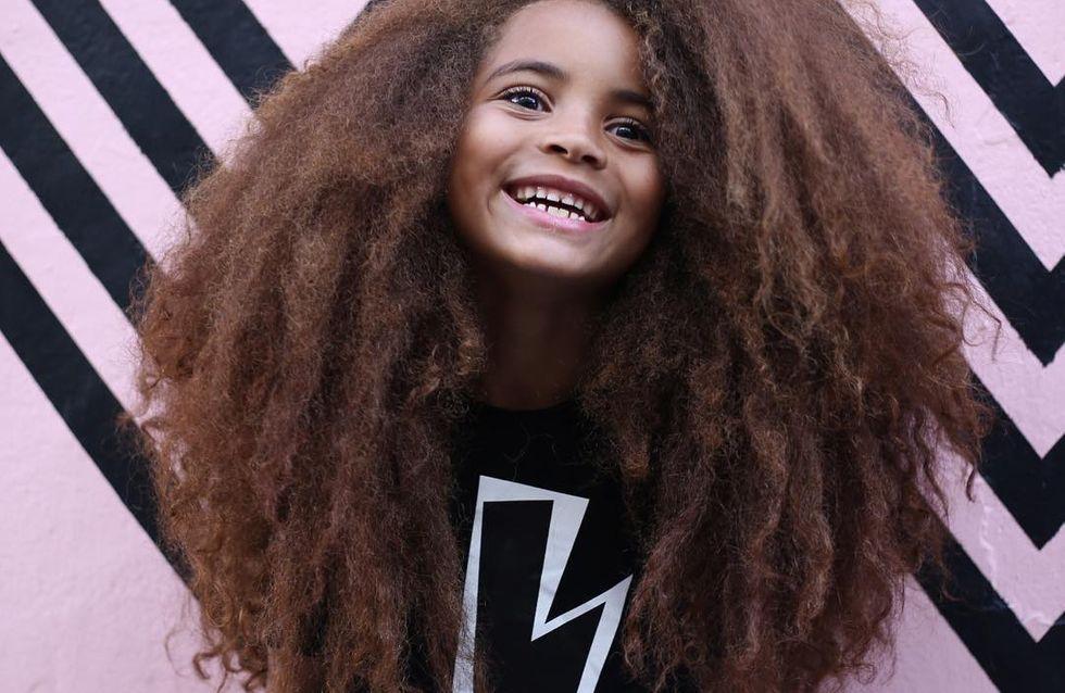 Avec sa chevelure, ce petit garçon invite à s'accepter au naturel (Vidéo)