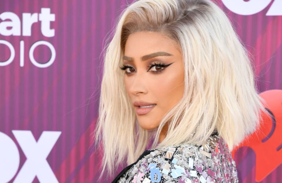Shay Mitchell rayonnante et glamour en robe à paillettes aux iHeartRadio Music Awards