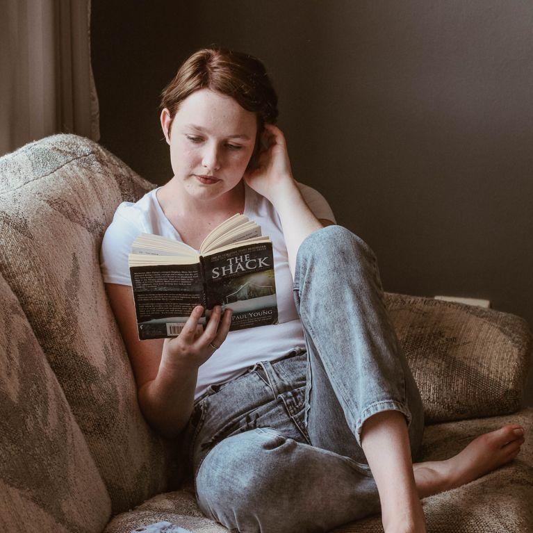 Regalar un libro a una chica recien conocida [PUNIQRANDLINE-(au-dating-names.txt) 40