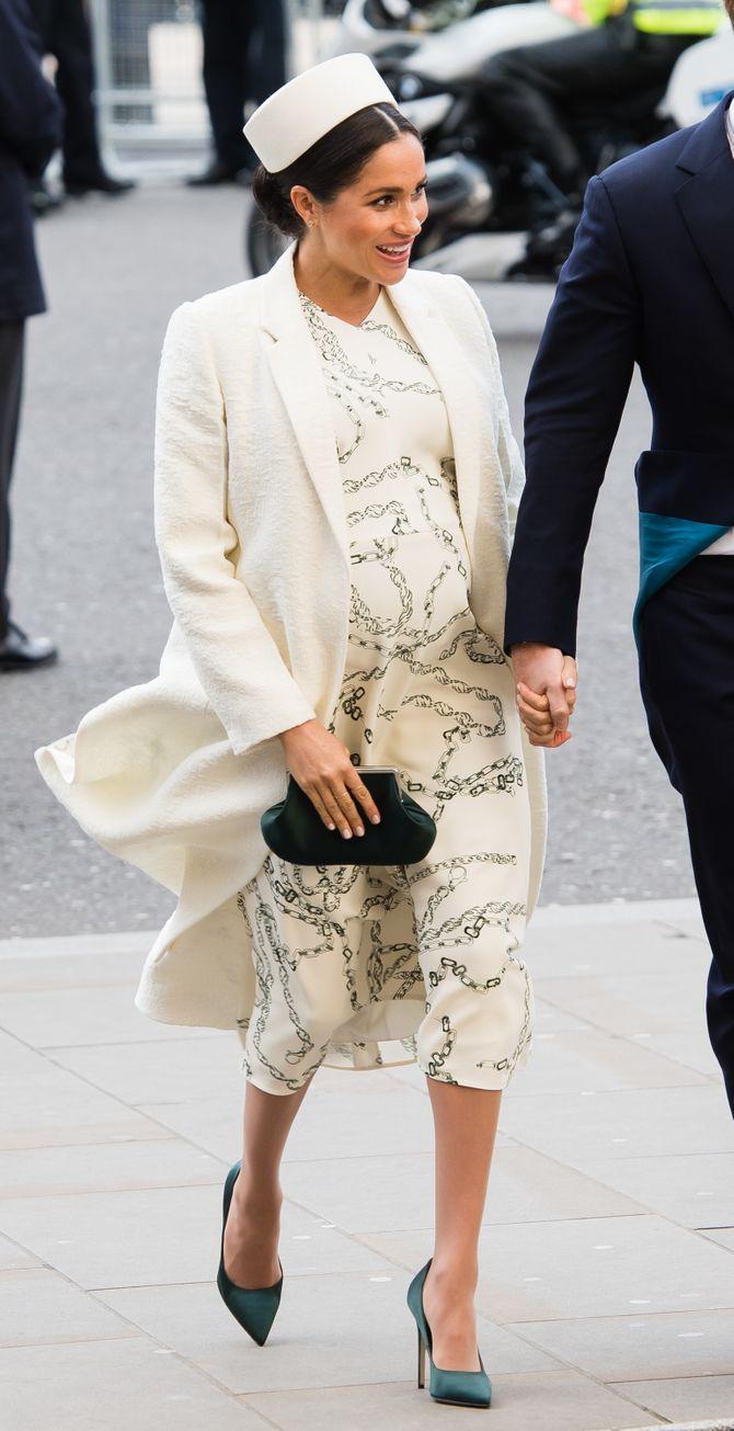On connaît enfin les raisons pour lesquelles Meghan Markle et Kate Middleton portent régulièrement la même coiffure !