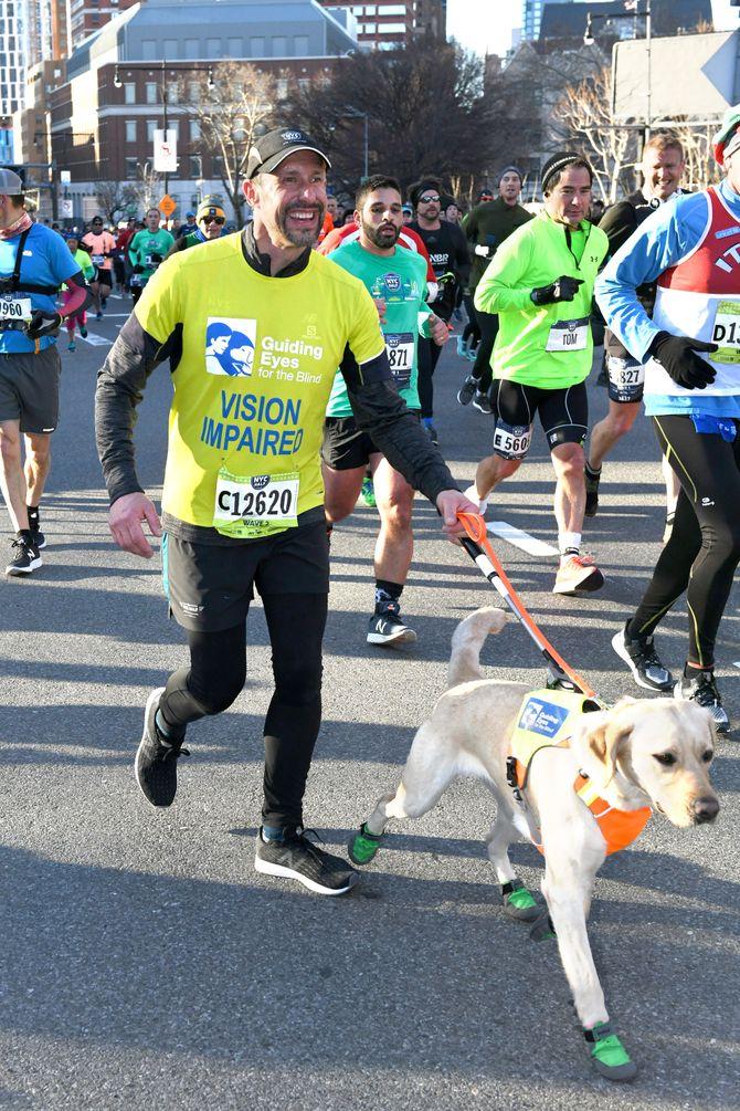 Il devient le premier aveugle a courir le semi-marathon de New York