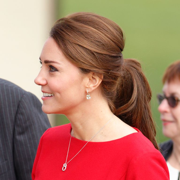 b4e76bb89 Peinados de boda  los 5 recogidos de Kate Middleton que inspirarán tu look