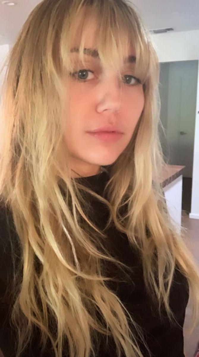 Miley Cyrus s'est coupé les cheveux et retrouve la coiffure de Hannah Montana (Photos)