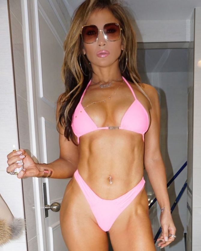 Jennifer Lopez se montre en bikini et divise sa communauté Instagram